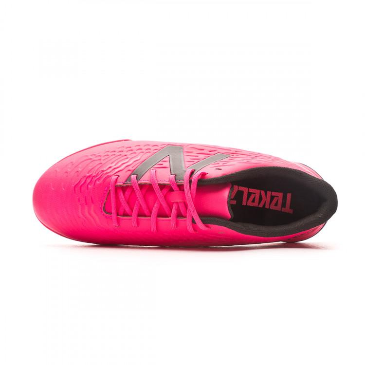 bota-new-balance-tekela-v3-magique-turf-nino-rosa-4.jpg