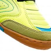 3f8ee64d51c Fait d insertions synthétiques placées de façon stratégique pour protéger  la chaussure de l usure excessive. Le symbole de la marque apporte  stabilité