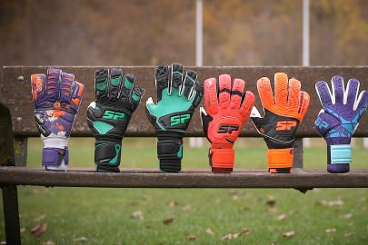 New SP La Rosa de los Vientos goalkeeper glove collection