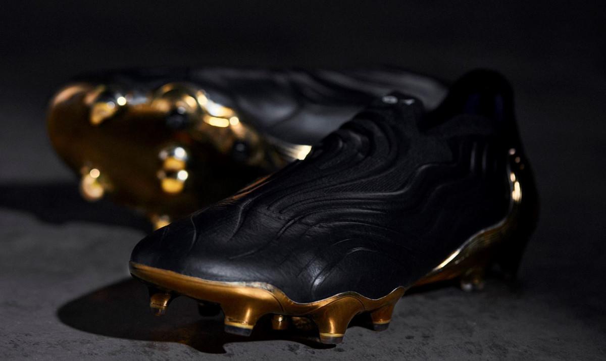 https://www.futbolemotion.com/imagescms/postblogs/21546/grandes/post-botas-para-ies-anchos-adidas-copa-sense.jpg
