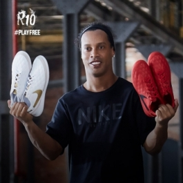 NIKE R10 COLLECTION